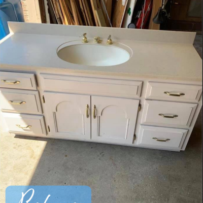 Farmhouse Bathroom & Vanity Makeover